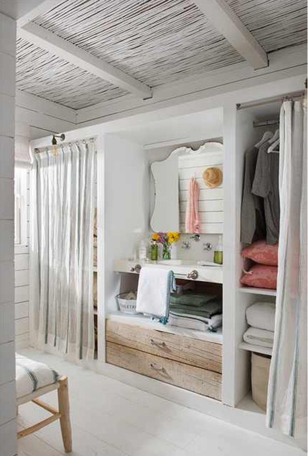 Între dulapurile fetelor a fost montat un lavoar, având în vedere că există o singură baie în casă, iar dimineața se aglomerează. Așa că pentru splatul pe față, pe dinți ori pentru demachiere, lavoarul din dressing este binevenit.