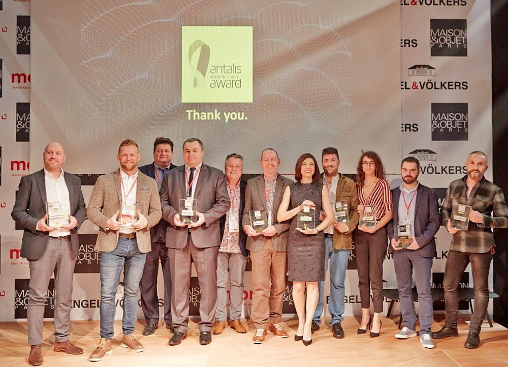 Diana Chivu a câștigat premiul I la Paris în cadrul competiției internaționale Antalis Design Awards. În foto de la stânga la dreapta : Jörg Stein (Germania), Dennis Laustsen (Danemarca), Grzegorz Lelek (Polonia), Lukasz Klimasara (Polonia), Paul Sharpe (UK), John Hardaker (UK), Diana Chivu (Romania), Pedro Bastos (Portugalia), Charlotte Liénard (Belgia), Lachezar Ivanov (Bulgaria), Christophe Koziel (Franta)