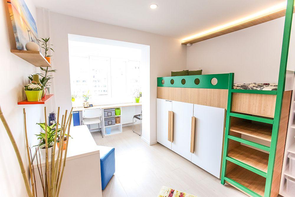 O parte dintre dulapuri sunt dispuse sub al treilea pat, configurat și el etajat, conform proiectului lui Ciprian.