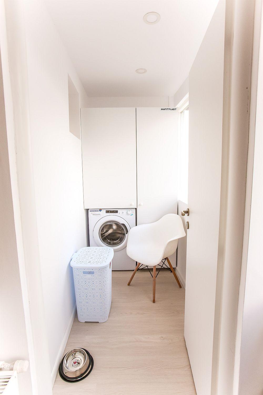 O parte din balconul livingului a fost amenajat ca și loc pentru mașina de spălat. Practic o mini spălătorie. Alimentarea cu apă a mașinii de spălat a fost asigurată prin extinderea instalației de apă de la baia mare, țevile fiind mascate în perete.