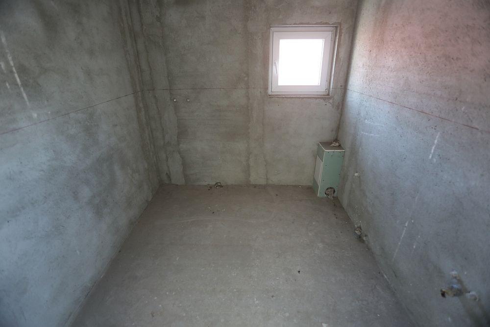 Spațiul băii de la etaj înainte de renovare.
