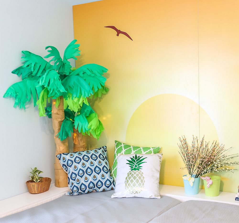 Palmierii i-am confecționat împreună cu gemenii mei Ștefan și Lucian și au rol decorativ, iar pe timpul noții instalația de beculețe de la interior luminează plăcut acest colț.