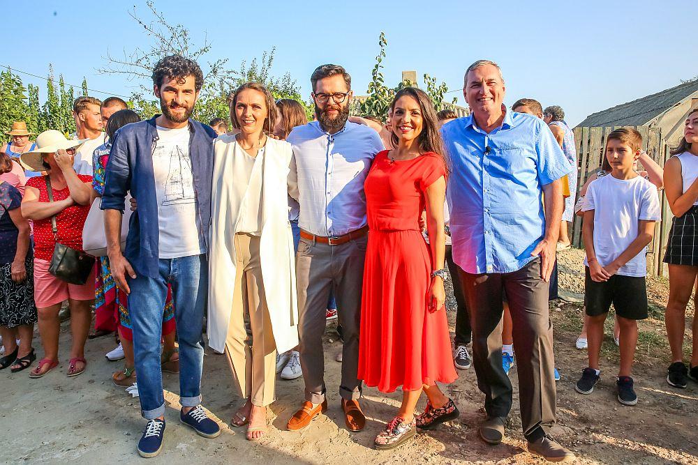 Echipa Visuri la cheie. De la Stânga la dreapta: Corneliu Ulici, prezentatorul emisiunii, Adela Pârvu, Valentin Ionașcu, Cristina Joia și Florin Brînzan.