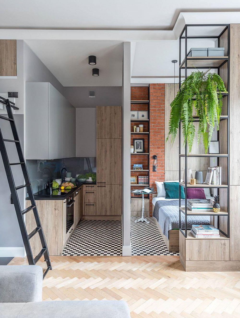Chiar dacă spațiile sunt mici, faptul că tavanul este înalt contează mult în atmosfera camerei. Practic, volumul de oxigen este cel care dă starea de bine, pe lîngă lumina naturală care pătrunde din plin pe ferestrele înalte. De remarcat și modul de tratare al plafonului, unde sunt mascate majoritatea instalațiilor electrice, dar și țevile care traversau locuința.