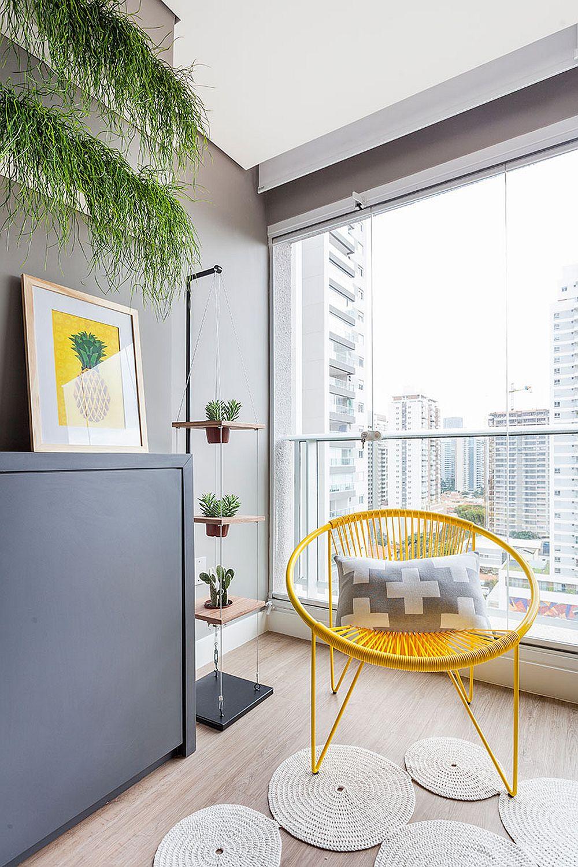 O mică zonă de verdeață marcată cu plante decorative amintește de fostul balcon, dar plantele întotdeauna aduc senzația de prospețime, dar și un plus de culoare la interior.
