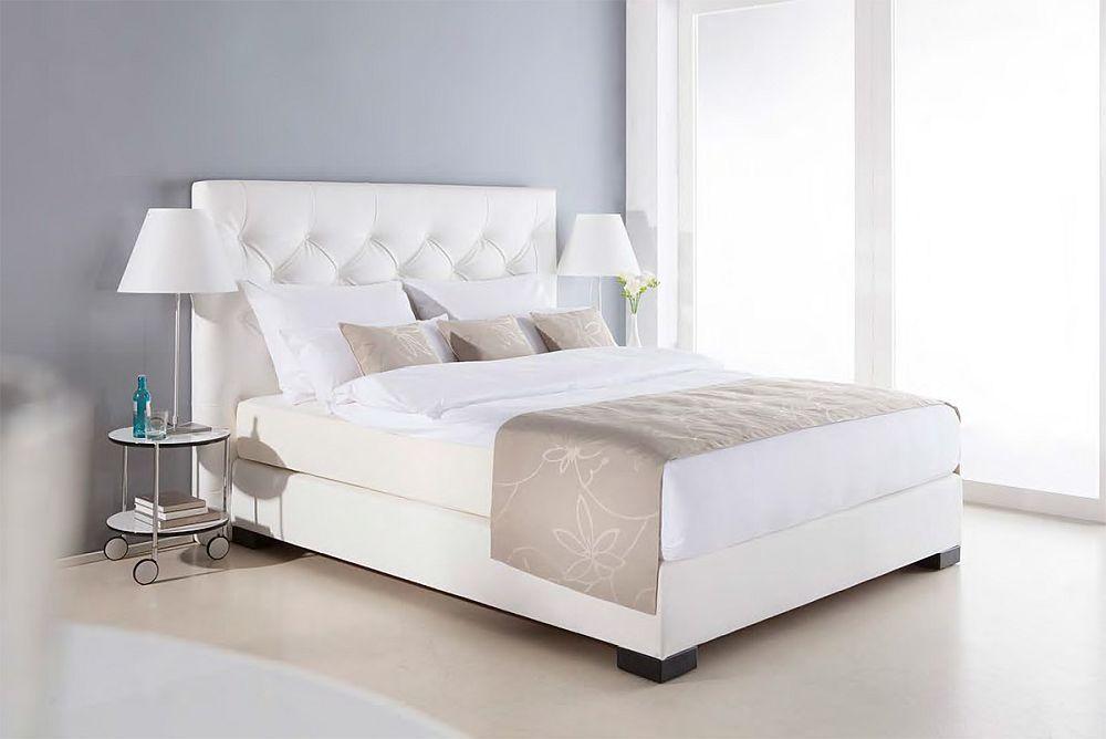 Pat cu saltea sistem Boxsping înglobată în pat model Hollywood de la firma Luiss.