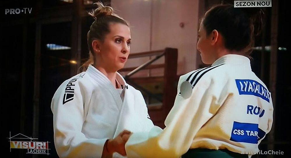 Campioana Olimpică la judo, Alina Dumitru, ne-a onorat cu prezența ei în emisiunea Visuri la cheie! Îi mulțumim pentru că a fost alături de Antonia. Poți să urmărești activitatea campioanei noastre pe pagina ei de Facebook/ Alina Dumitru Official