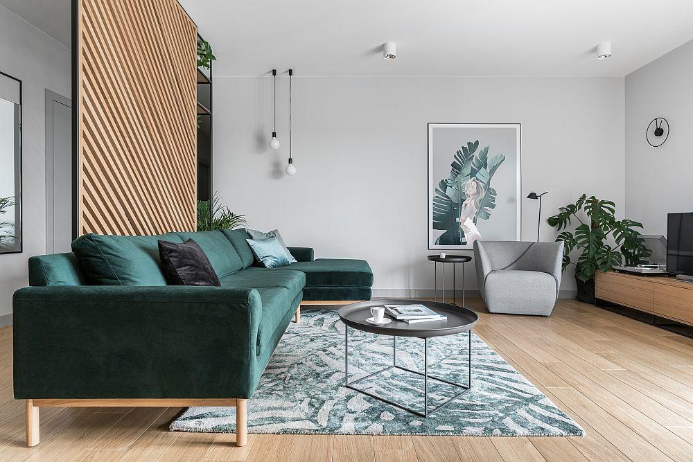 Pentru o atmosferă plăcută pe timpul serii, arhitecții au prevăzut corpuri de iluminat în zonele cheie, lăsând îns centrul camerei, la nivelul plafonului liber.