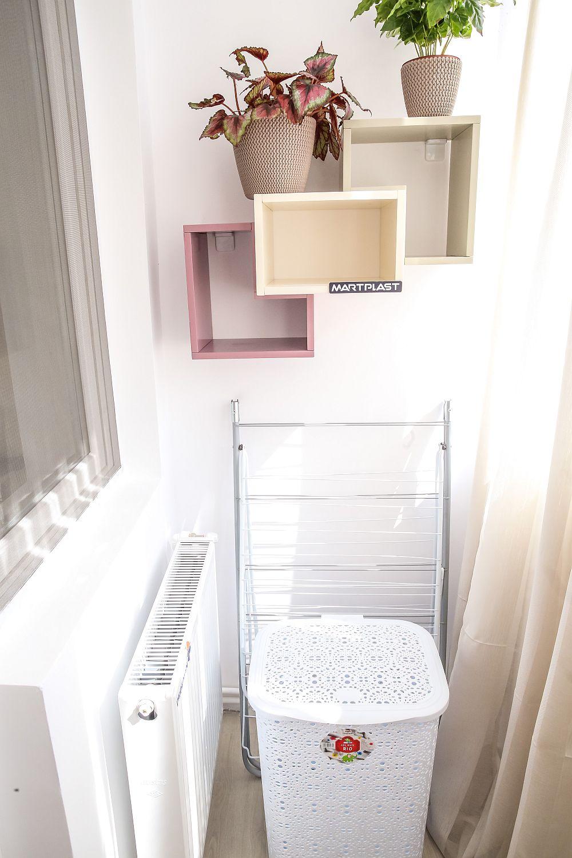 Pe balconul dormitorului este o zonă funcțională, respectiv loc pentru rufe.