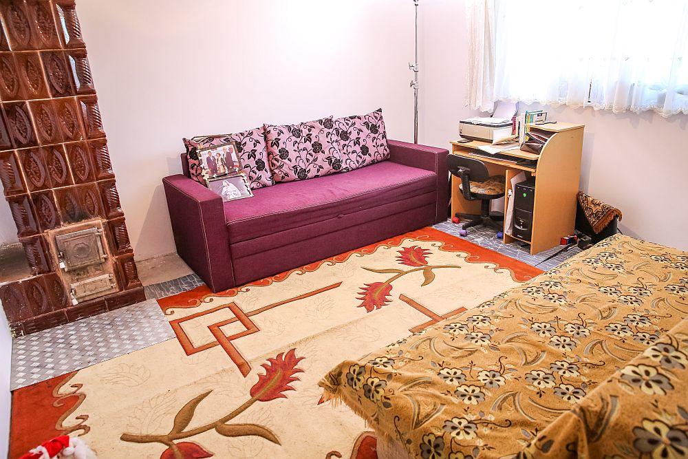 Dormitorul părinților ÎNAINTE de renovarea făcută de către echipa Visuri la cheie.
