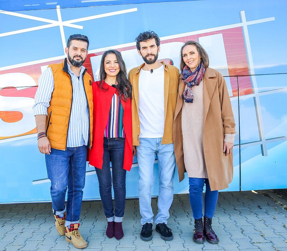 Echipa Visuri la cheie de la stânga la dreapta: Ciprian Vlaicu, Cristina Joia, Corneliu Ulici prezentatorul emisiunii și Adela Pârvu.