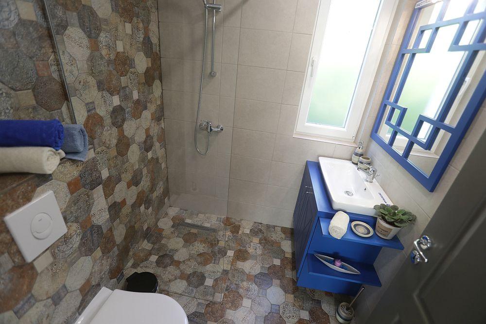 Mobilierul de baie a fost realizat pe comandă la Martplast, după proiectul Cristinei.