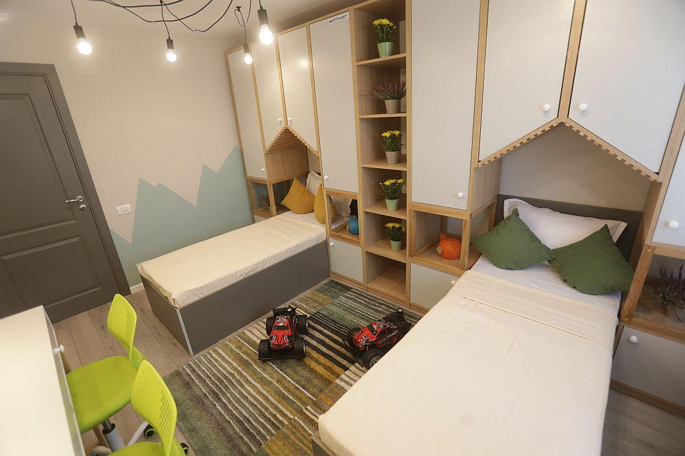 Pentru a face loc celor două paturi în această cameră, Valentin a prevăzut dimensiuni mai mici decât cele standard pentru paturile de o persoană. Astfel paturile au 80 pe 180 cm.
