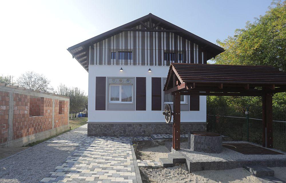Fațada principală a casei DUPĂ renovarea făcută de echipa Visuri la cheie.