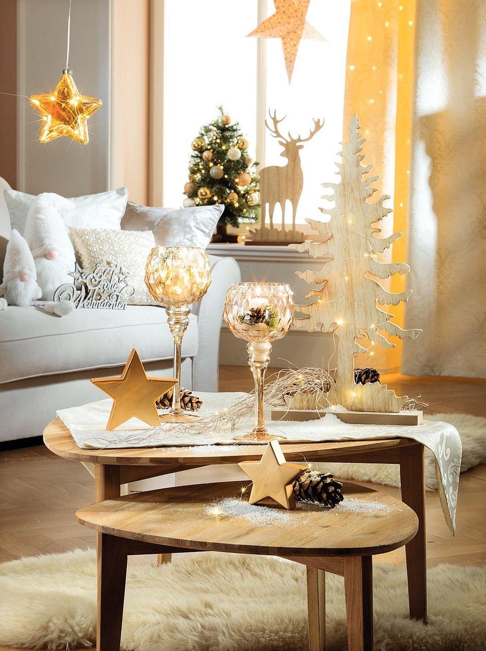 Alb, auriu și lemn, o combinație mereu elegantă și caldă de Crăciun. Vezi mai multe AICI.