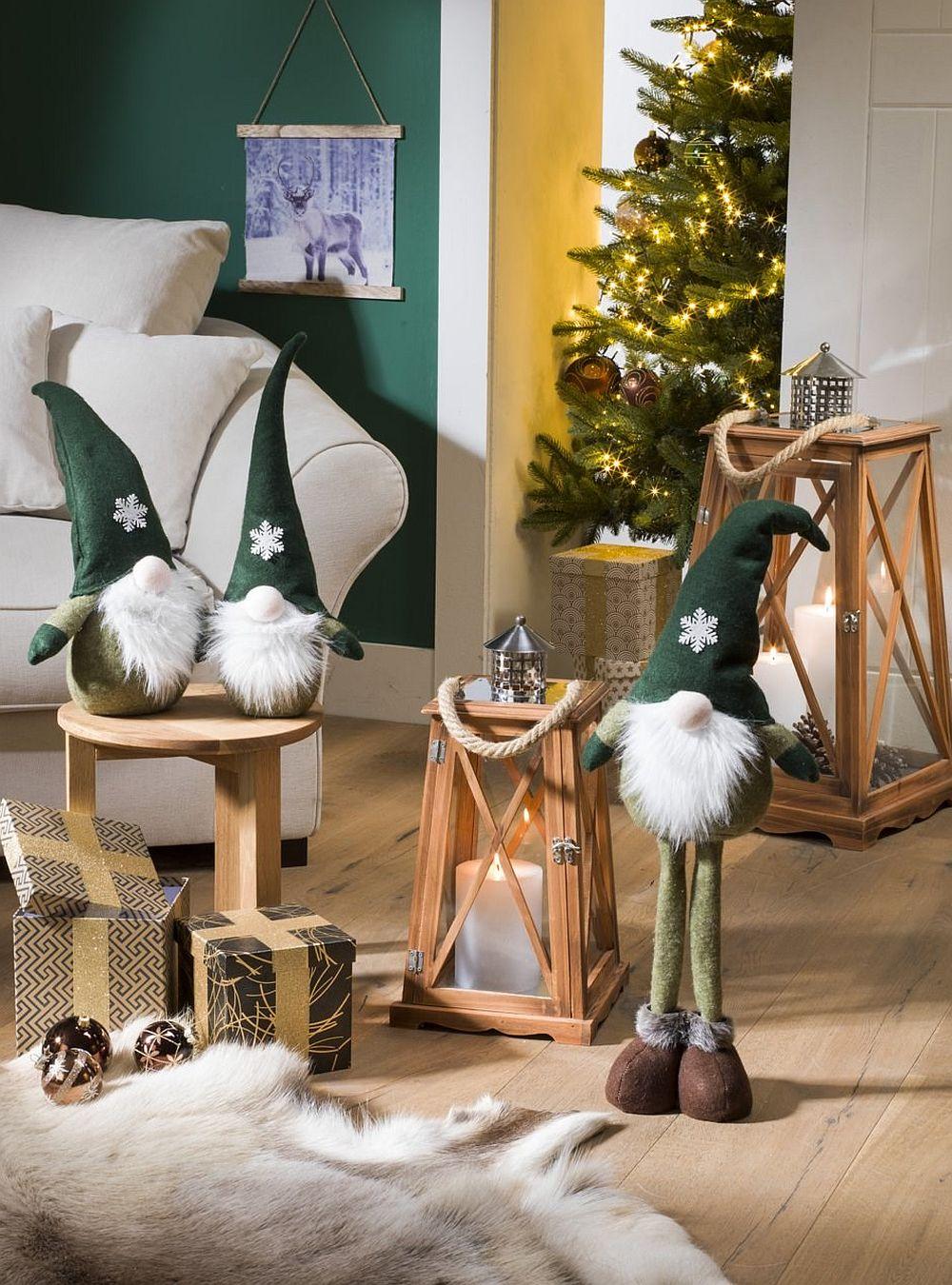 Felinarele pe care le găsești de Crăciun pot fi foloste tot timpul anului. Vezi decorațiuni de Crăciun, inclusiv simpaticii moși AICI.