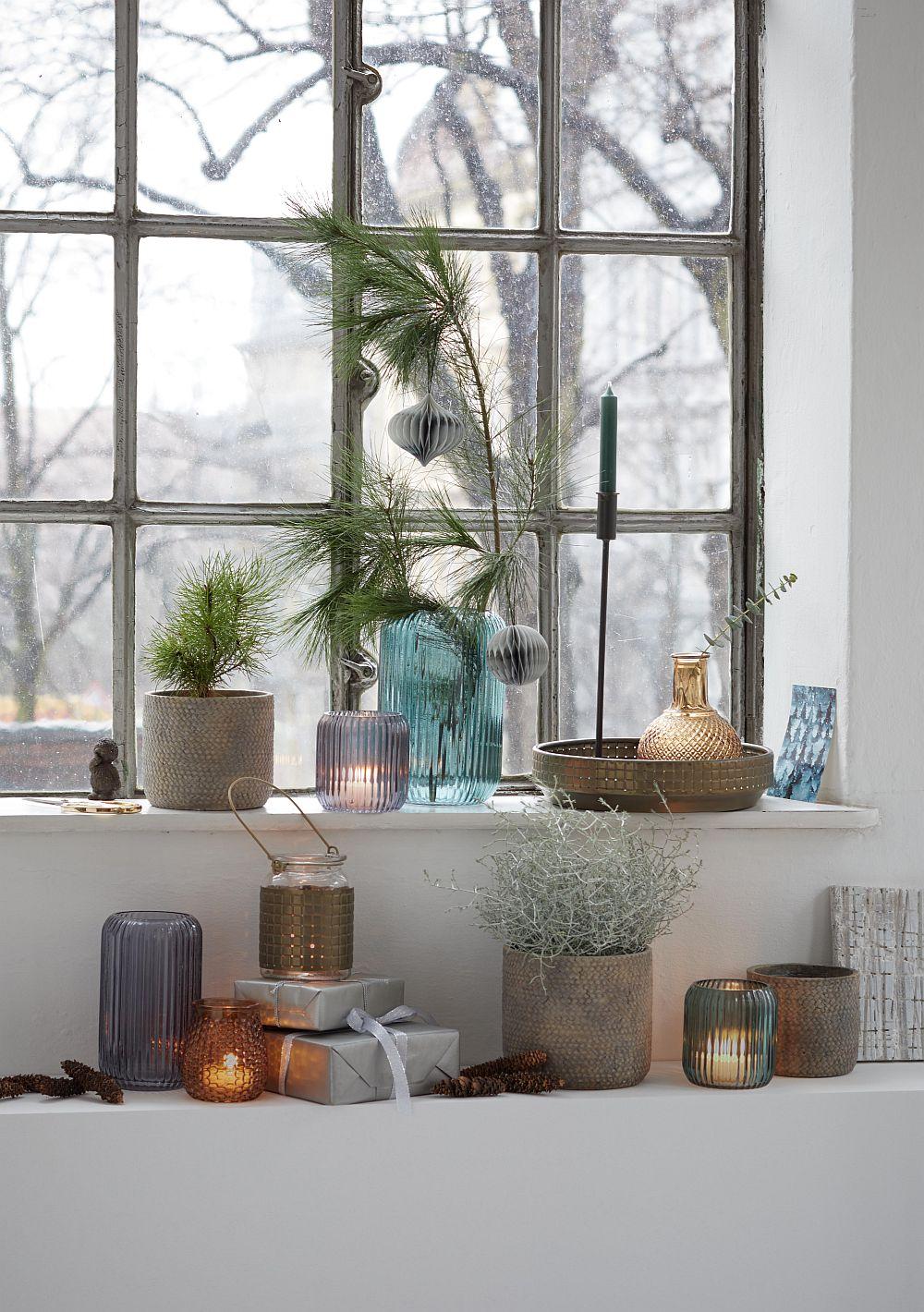 Obiecte de Crăciun din trendul Sobrietate echilibrată unde accentul este pus pe manualitate, pe transparență pe senzația de relaxare. Totuși pare ușor, aproape fragil, dar e ceva ce te lasă să respiri. Nu te agasează vizual.