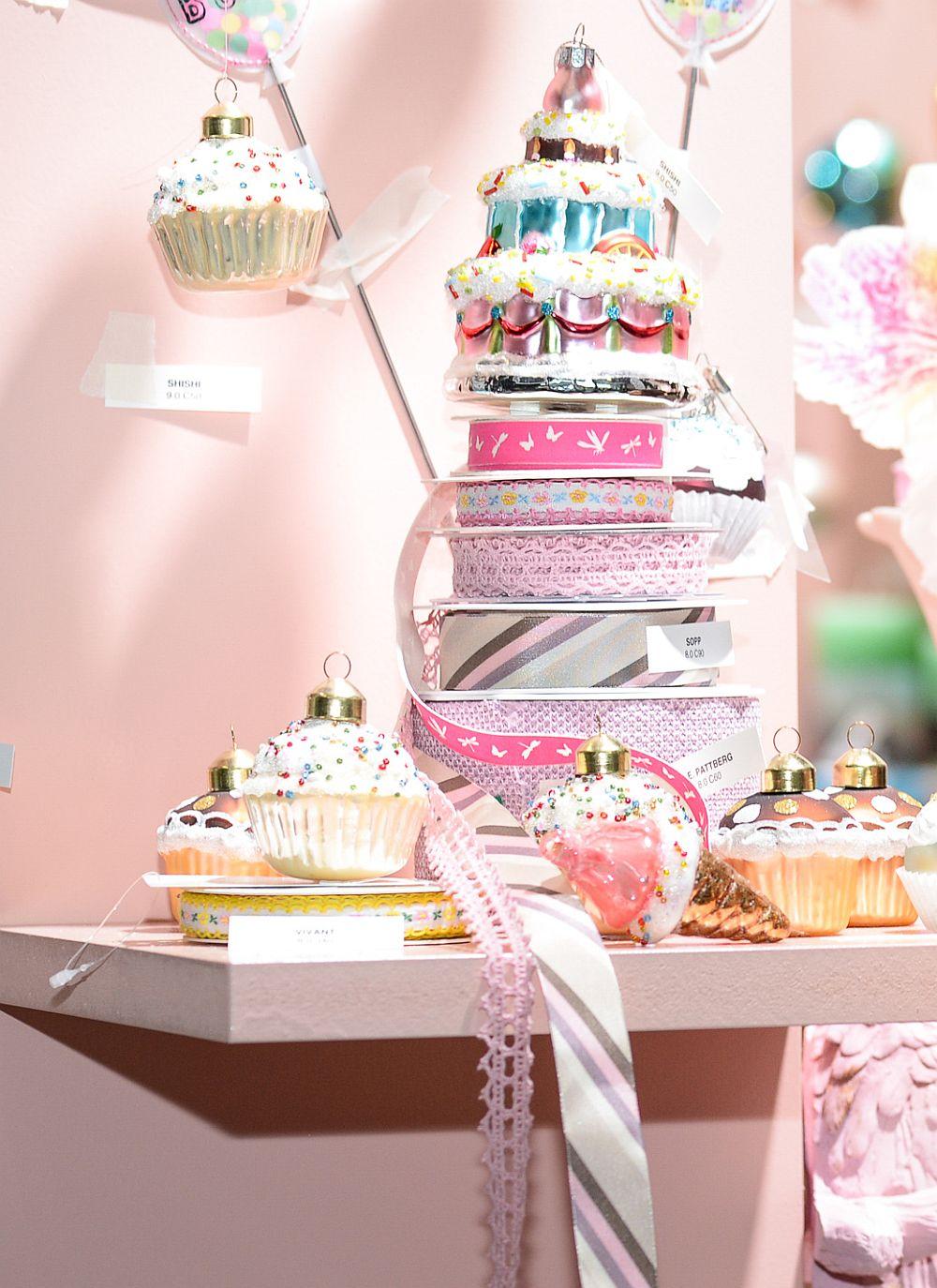 Unde s emai întâlnesc multe nuanțe pastelate? În lumea cofetăriei, desigur. Iată de ce în trendul alăturări eclectice se regăsesc și decorațiunile inspirate de dulciuri.