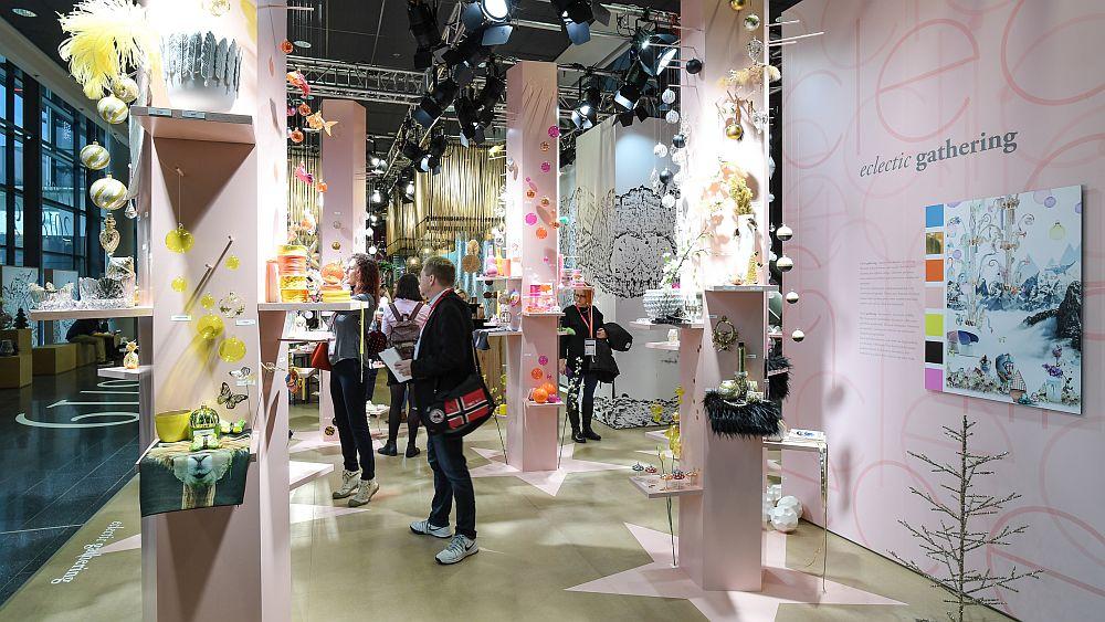 Spațiul expozițional de la Christmastworld 2018 dedicat trendului Alăturări eclectice.