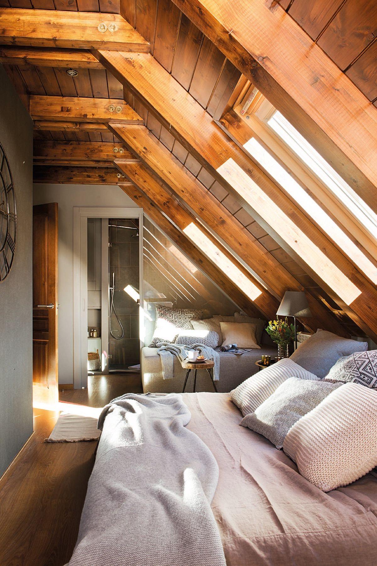 Ambientul unui dormitor este creionat de decorațiunile textile. Schimbarea lenjeriei de pat, prezența covoarelor pot schimba modul cum este simțit ambientul camerei de odihnă.