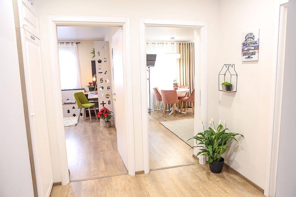 Holul apartamentului DUPĂ renovarea făcută de echipa Visuri la cheie.