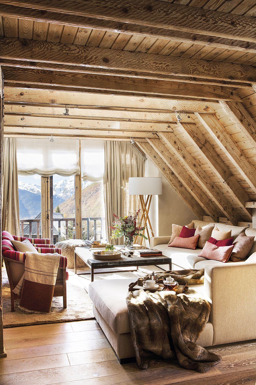 Pe lângă culorile de la interior, contează enorm cantitatea de lumină naturală, suprafețele mari vitrate. Și da, mai ales într-o casă de vacanță ferestrele devin elementele în jurul cărora merită organizate locurile de ședere din living.