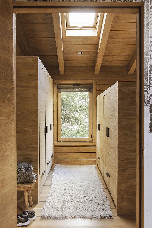 Între spațiile dormitoarelor a fost gândit un spațiu de dulapuri pentru depozitare, astfel încât lucrurile să poată fi bine organizare.
