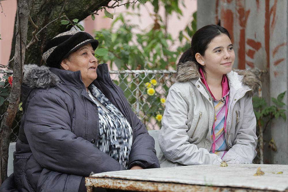 Dacă vrei să le ajuți pe bunica Maria Miron și nepoata ei Andreea, poți dona în contul lor. Uite aici contul deschis pe numele Maria Miron RO68 RNCB 0080 0047 5403 0001