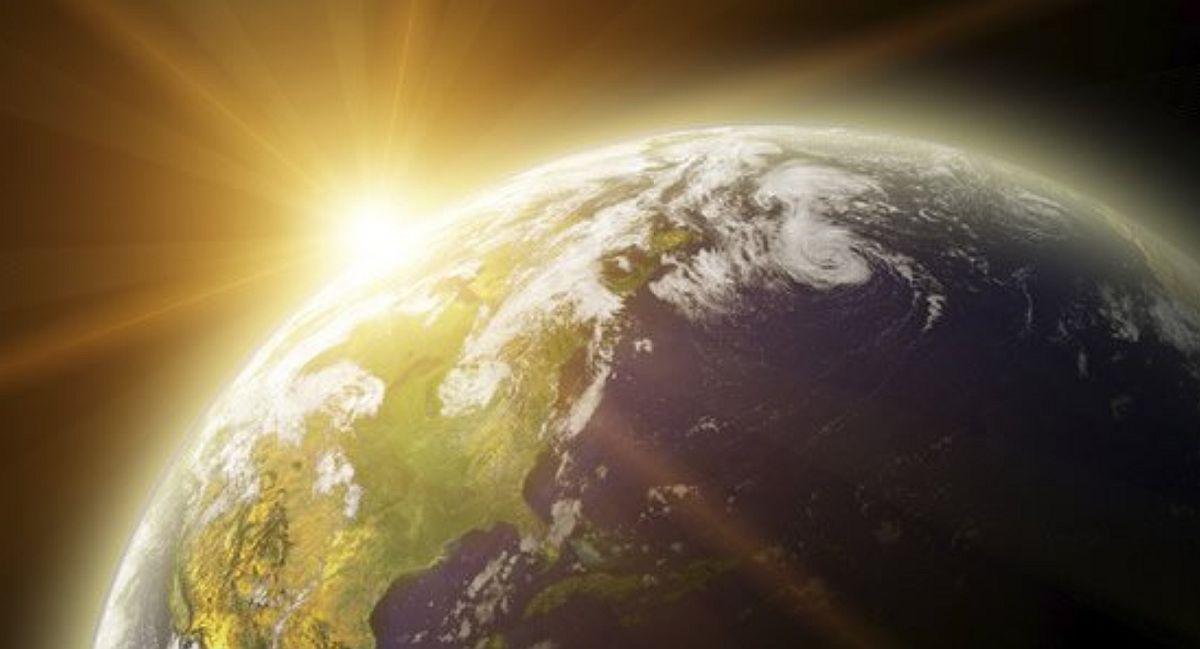 Indiferent de probleme, nu uita că soarele strălucește mereu deasupra norilor! Să aun un An Nou cu mult soare!