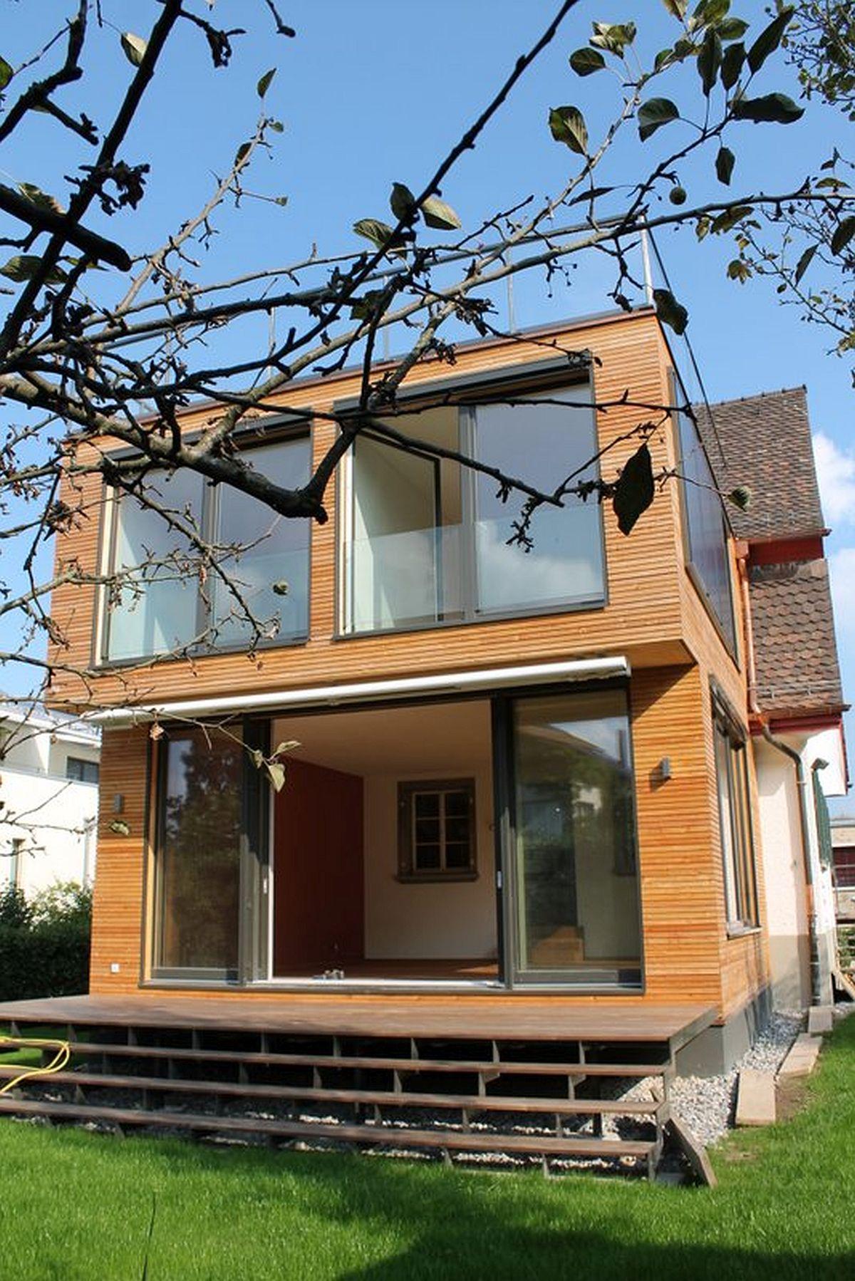 Sistemul de construcție cu panouri de paie se pretează foarte bine și pentru casele cu arhitectură contemporană, air finisajul exterior nu e musai să fie doar cu tencuieli minerale, ci poate fi și de tip lambriu.