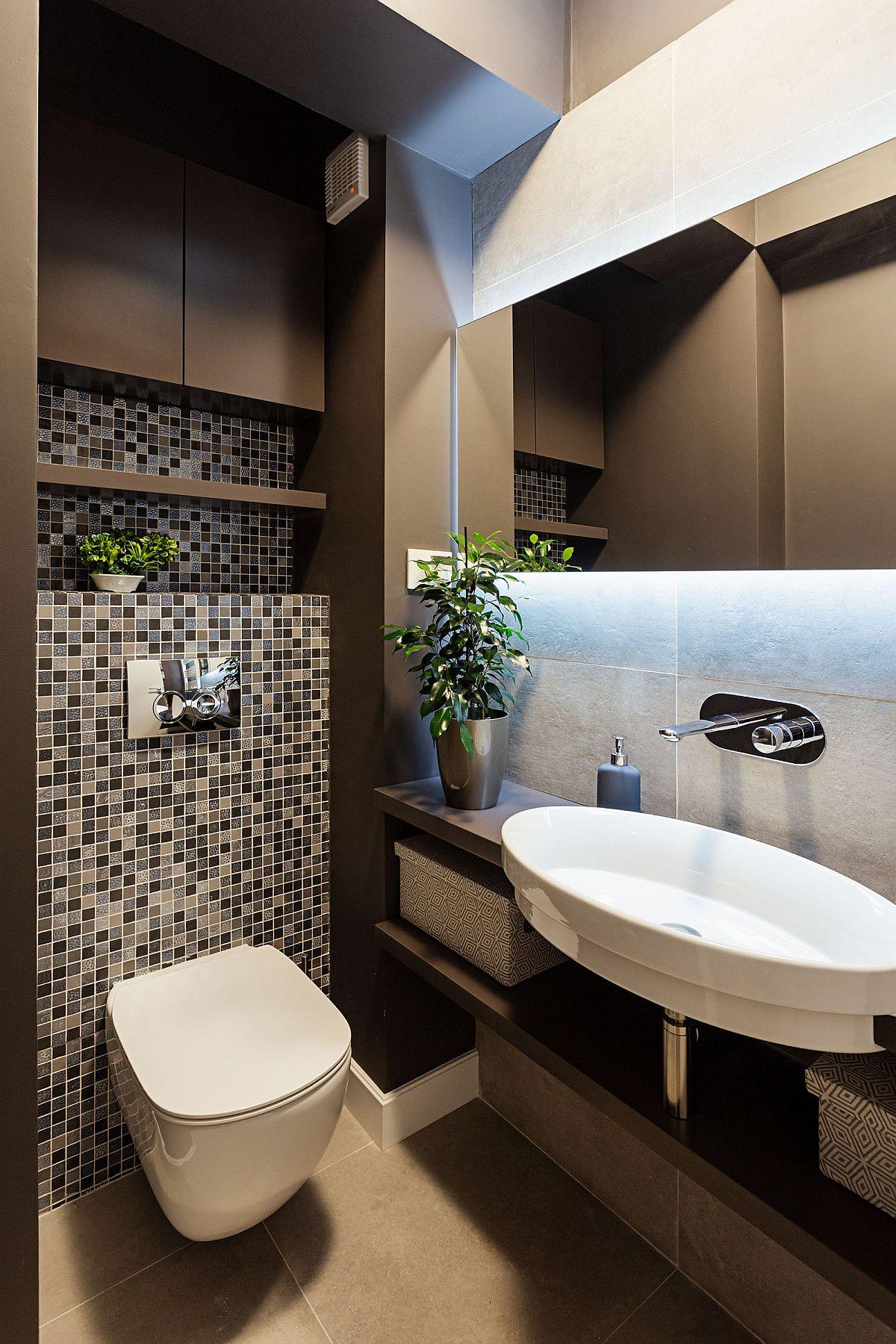 Baia de serviciu este un spațiu mici de circa 2,06 mp, dar cochet amenajat. Arhitecții au propus finisaje în nuanțe închise, care dau senzația de adâncime, deci păcălesc vizual asupra dimensiunilor reale, iar prin obiectele sanitare, în special lavoar au imprimat un plus de eleganță.