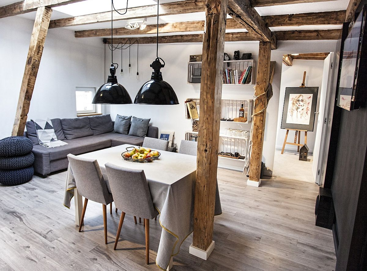 Pentru acest spațiu proprietarii și-au dorit o canapea colțar extensibilă pentru a mai avea un loc extra de dormit pentru rude și prieteni. Tapițeria canapelei, ca și taburetele sunt în tonuri închise de griuri pentru a se încadra în stilul scandinav dorit aici de către proprietari.
