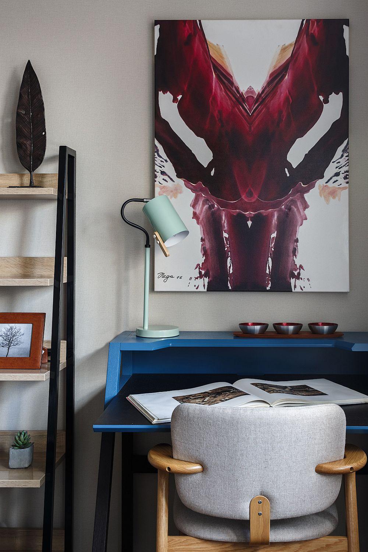 În această amenajare se vede clar impactul tablourilor, care pe lîngă mesajul și valoarea artistică, aduc o pată de culoare și originalitate în ambient. Tabloul de față este semnat de Tatiana Nega și a fost achiziționat de la galeria Art Brut Moscova.