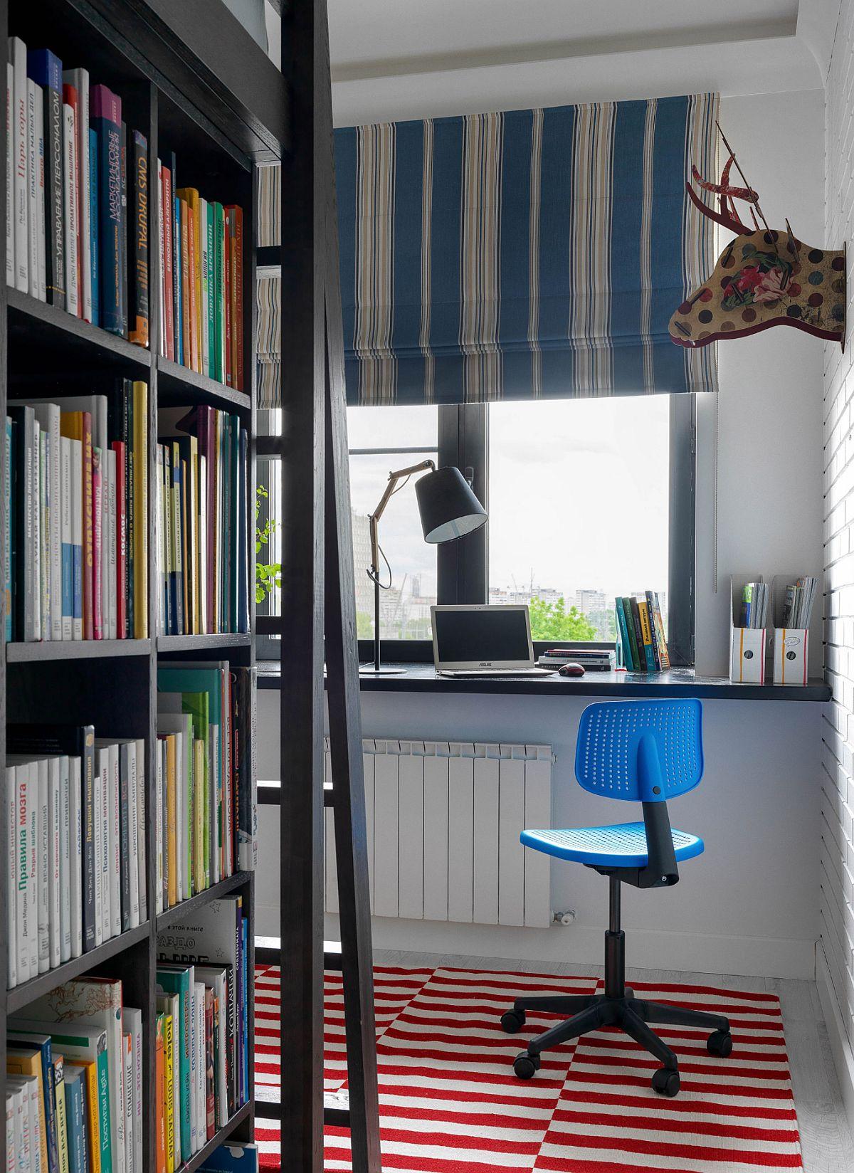 În camera copiilor a fost gîndit un volum de mobilier multifuncțional cu lateralele pentru cărți, iar în partea superioară pat dublu la care se accede prin intermediul unei scări. Locul de birou este configurat simplu în fața ferestrei u un blat montat în console ascunse.