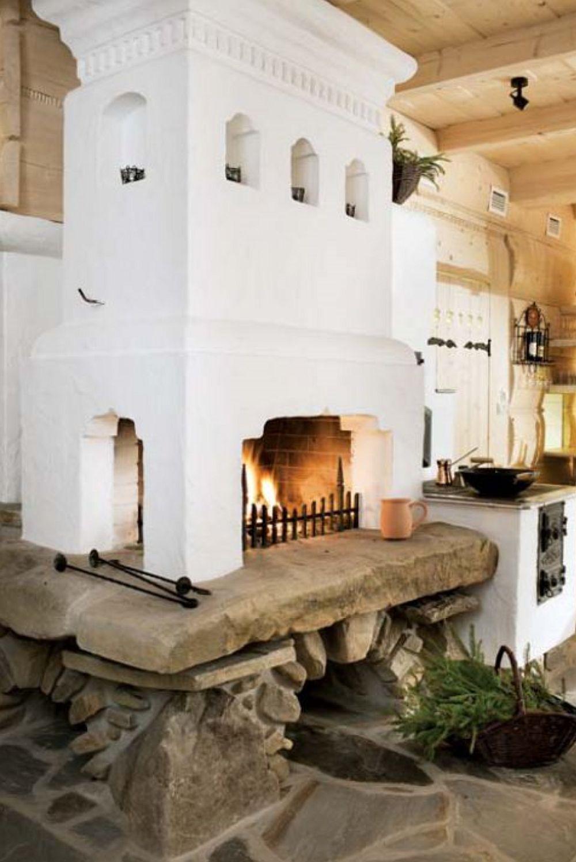 Și bucătăria generoasă este dotată cu o sobă pe lemne, locul fiind acum o mică tavernă unde se prepară un meniu tradițional.