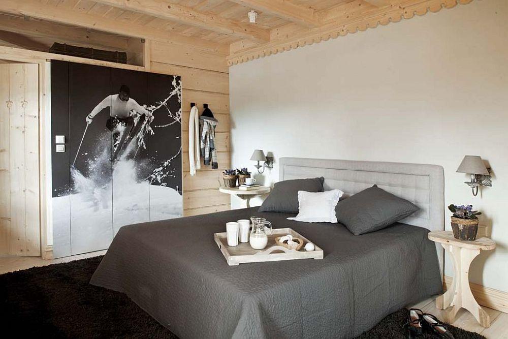 Paturile din dormitoarele matrimoniale sunt orientate către ferestre, astfel ca peisajul montan să fie cel care oferă spectacol în camerele dedicate odihnei.