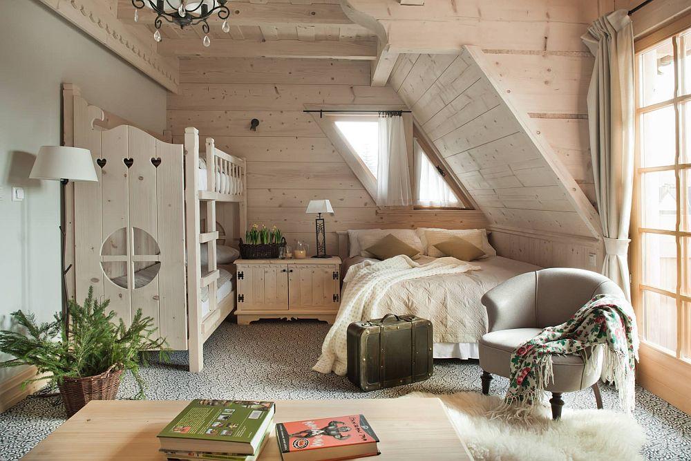 Desigur că încăperile pentru familii nu lipsesc, camere unde părinții pot dormi alături de copii.
