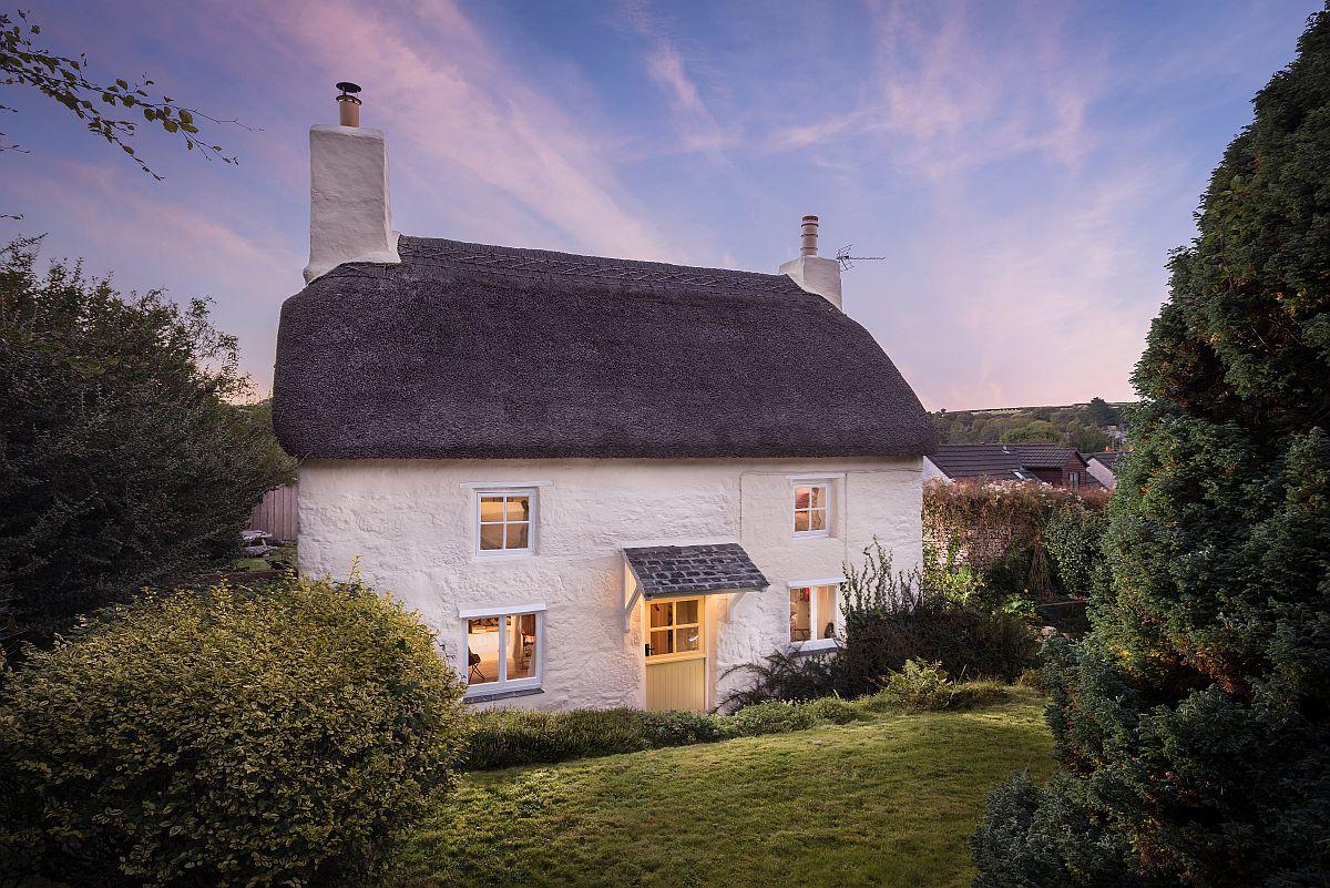 Casa a fost în întregime renovată conform imaginii ei inițiale, iar acoperișul din stuf în totalitate refăcut. Acum, arată ca o căsuță din turtă dulce.
