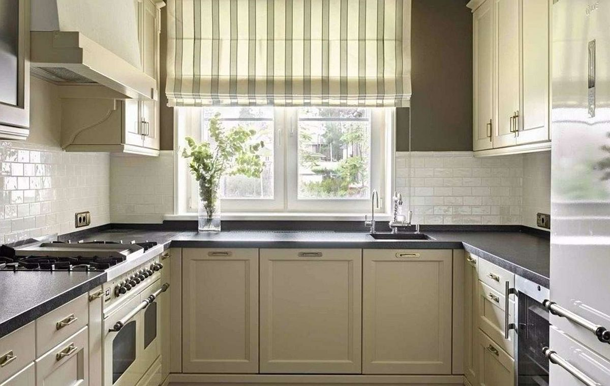 Chiar dacă există calorifer în fața ferestrei tot aiic se poate monta și chiuveta. Desigur, trebuie mare atenție de dimensiuni și la modul cum se deschide fereastra.