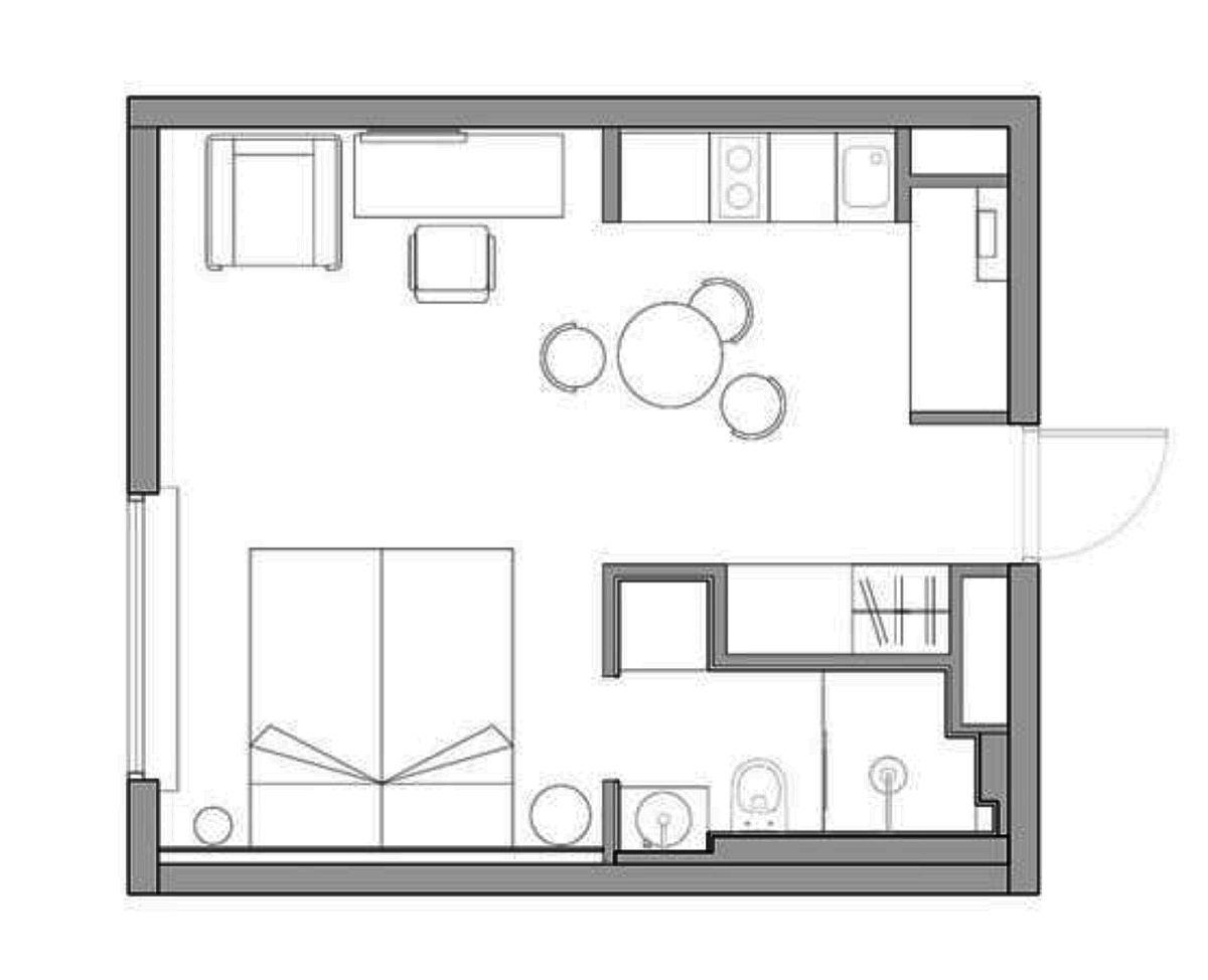 Planul locuinței așa cum a fost gândit de către arhitect. Inițial baia era mai mare, dar spațiul ei a fst micșorat pe lățime astfel încât către holul de intrare (și bucătărie) să existe un spațiu pentru dulap generos, iar în baie să fie creată o nișă pentru depozitare și mașina de spălat. Astfel, toate dulapurile pentru depozitare sunt la față, în același plan cu peretele și nu încarcă spațiul. De asemenea, o modificare importantă a fost repoziționarea ușii de la baie către cameră și alegerea unui model de ușă filo muro cu lățimea de doar 60 cm.