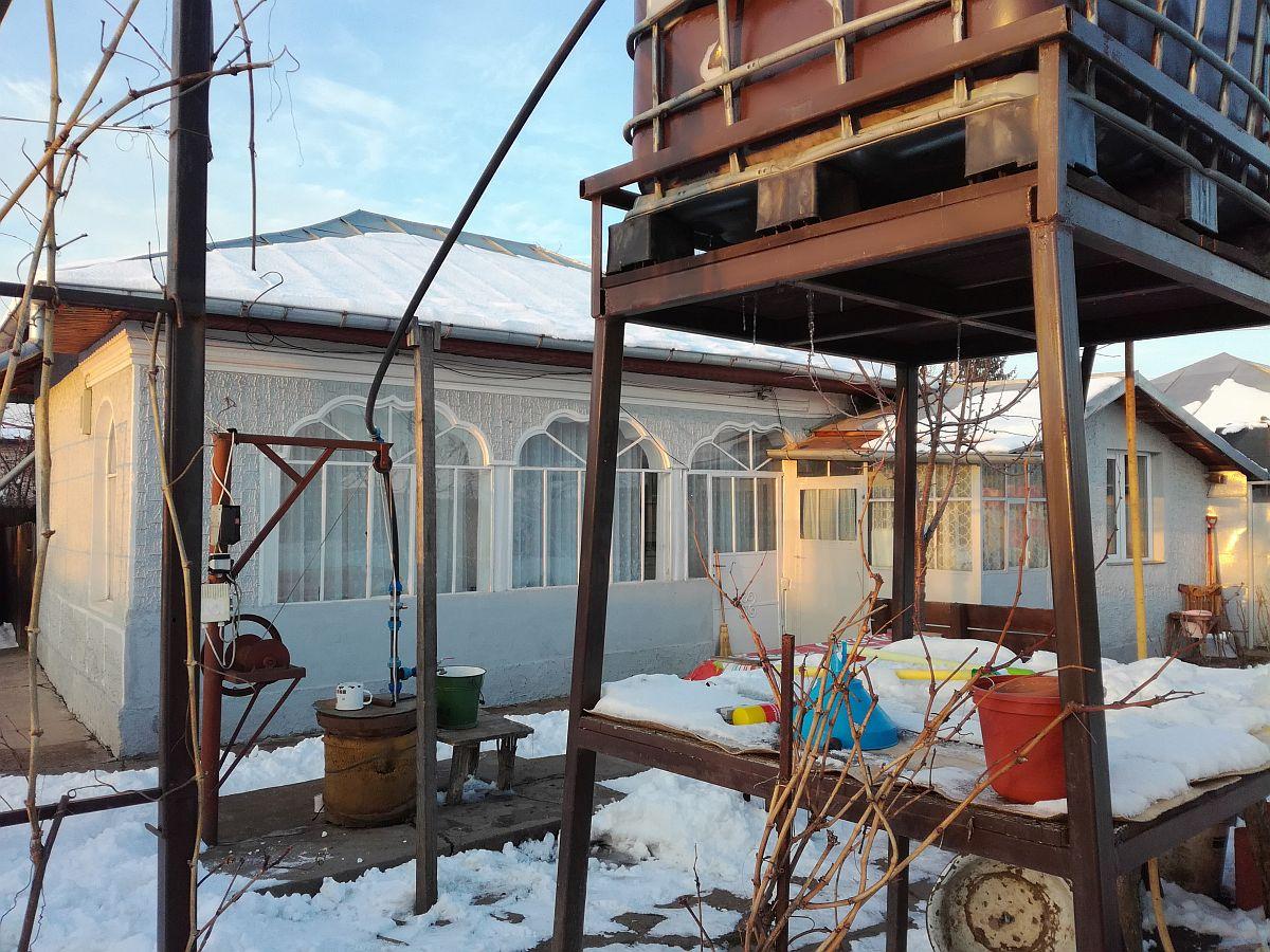 Dacă în urma expertizei tehnice se recomandă demolarea casei vechi, trebuie să ai în vedere că legea prevede autorizație necesară demolării, deci nu se poate demola pur și simplu o casă, ci trebuie făcută pe baza unei autorizări de la primărie.