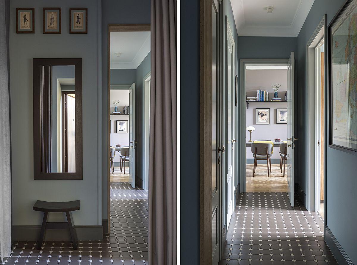 Holul de la intrare și mai departe holul către restul locuinței a fost complet reamenajat. Pe lângă schimbarea finisajelor, care la nivelul pardoselii sunt aceleași și pentru bucătărie și baie, holul a fost micșorat pentru extinderea bucătăriei, de asemenea și pentru mutarea peretelui camerei copiilor. În loc de dulapuri pentru hol s-au ales sisteme de depozitare mascate cu draperii. Acest lucru oferă un acces mai ușor într-o zonă strâmtă.