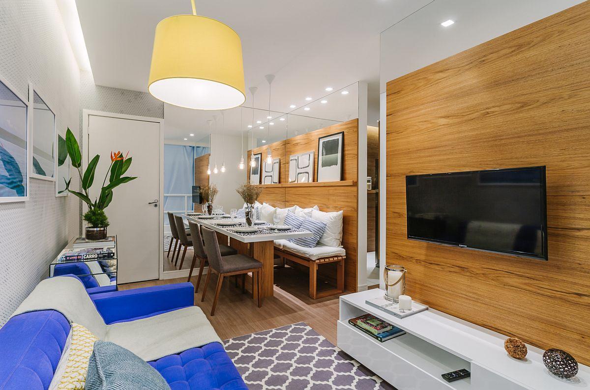 Între cele două funcțiuni ale livingului, loc de masă și loc de tv este golul pentru hol. Prima înăpere pe stânga din acest hol este bucătăria.
