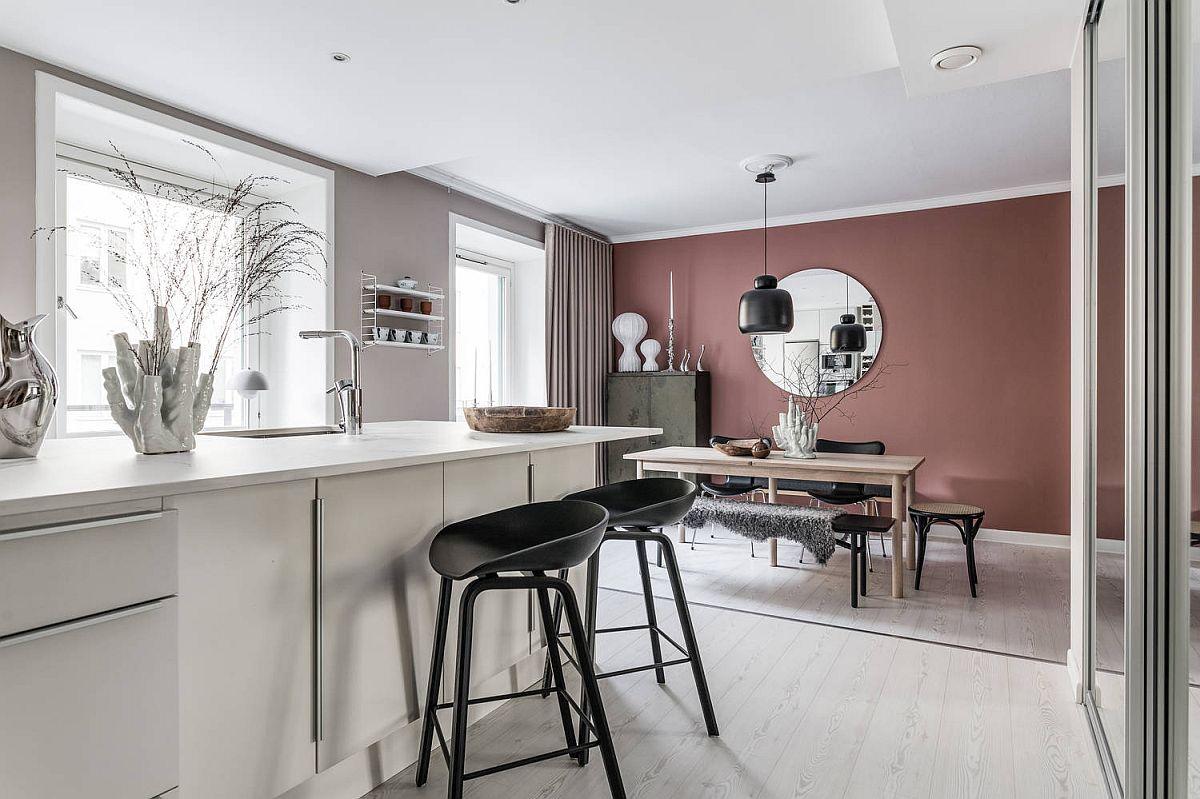 Sufrageria este marcată nu doar printr-un mobilier specific, ci și printr-o nuanță mai intensă a vopselei lavabile, care dă un efect de adâncime a spațiului în relație cu ăardoseala și tavanul albe.