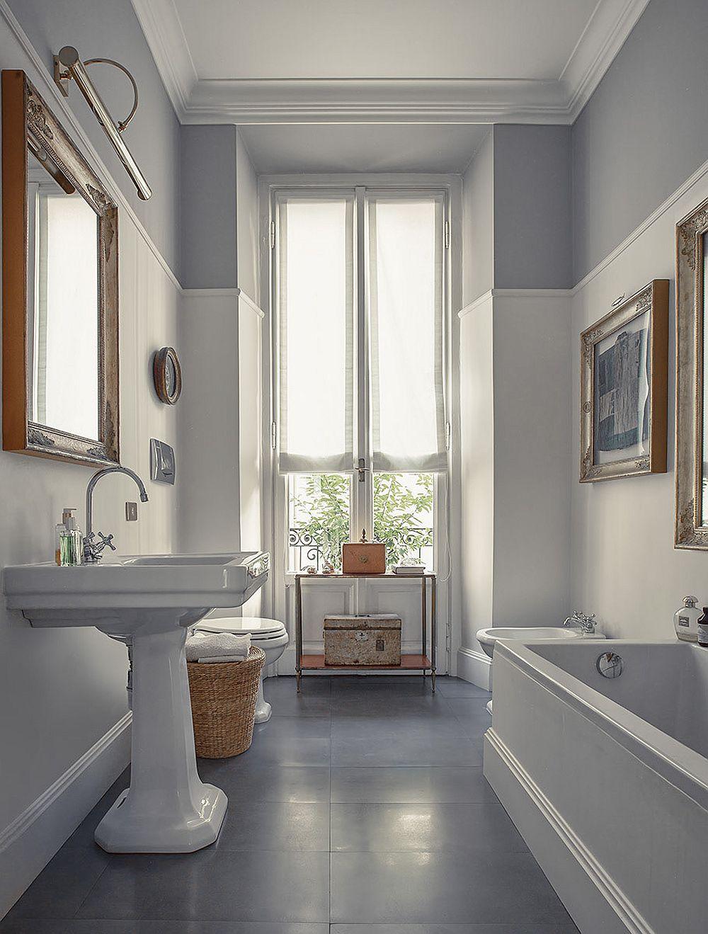 Lucrări de artă în baie? De ce nu? Mai ales când este vorba despre un colecționar de artă.