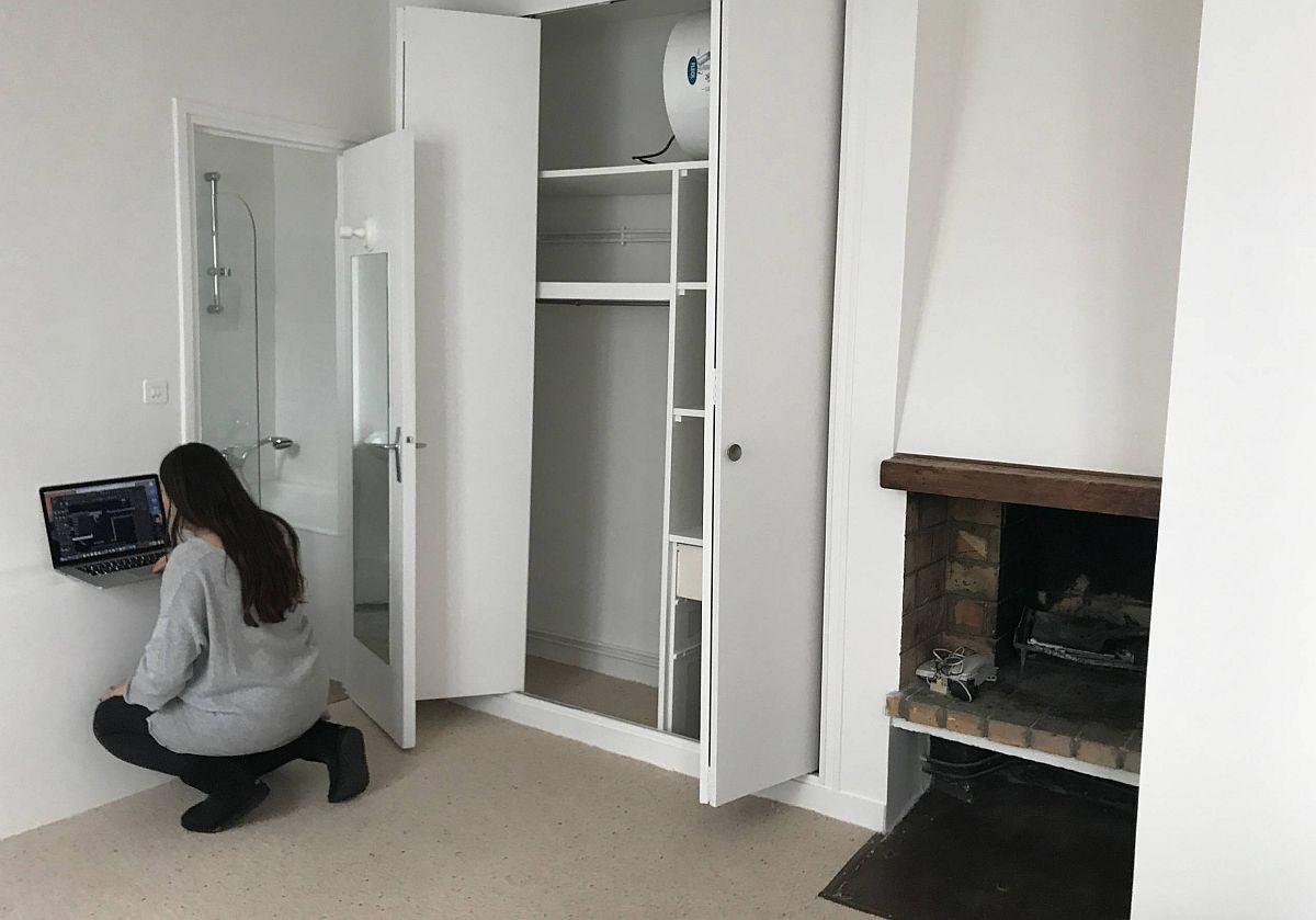 Înainte de renovare existau dulapuri înzidite, dar și un șemineu.