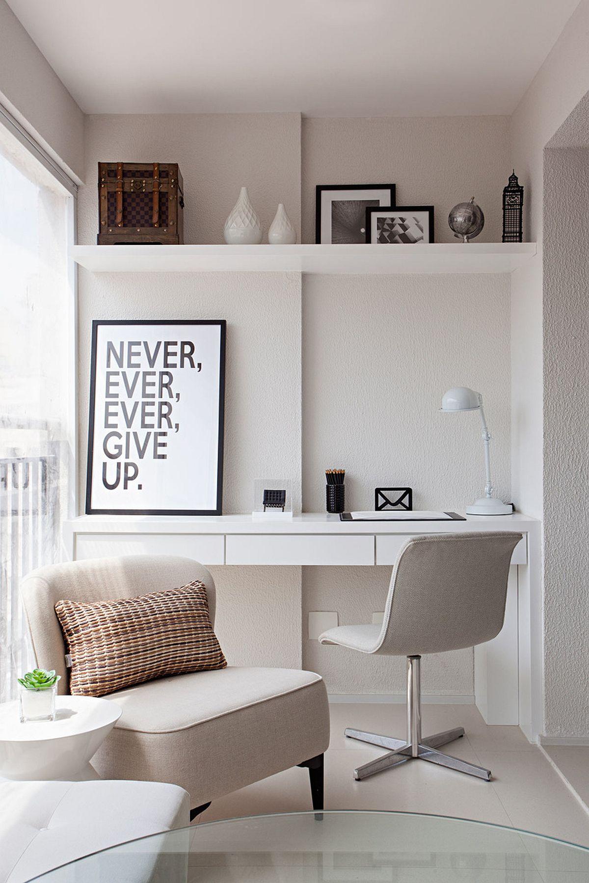 De partea opusă a locului mașinii de spălat rufe este creat un loc de birou. Totul tratat simplu, deschis, elegant.