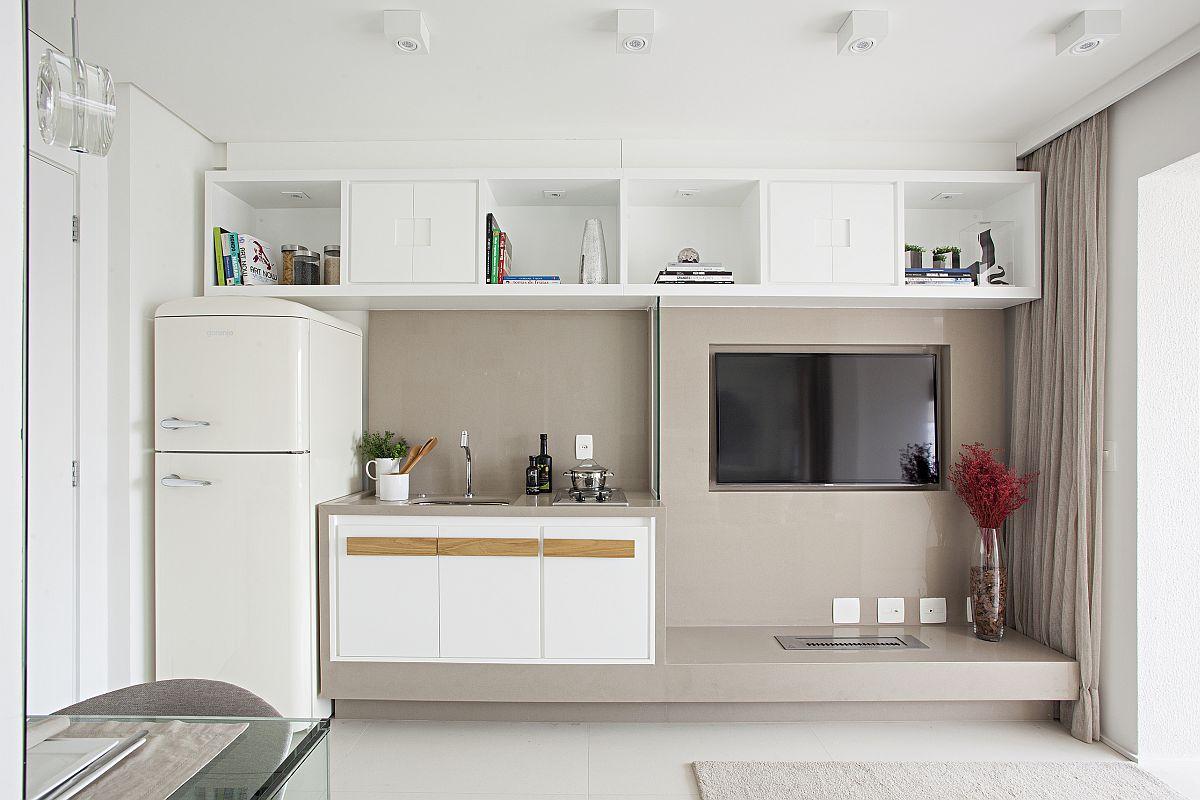 Tot ansamblu de mobilier din zona de zi este tratat unitar, compact, iar corpurile superioare sunt gândite să fie accesibile, unele dintre ele suplinind rolul corpurilor suspendate din bucătărie.