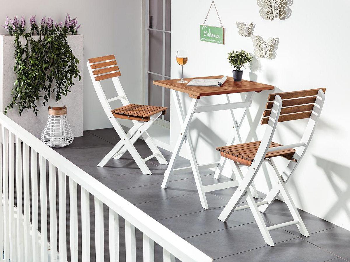 Set mobilă pentru balcon Farallon din lemn de acaccia. Vezi dimensiuni și preț AICI.