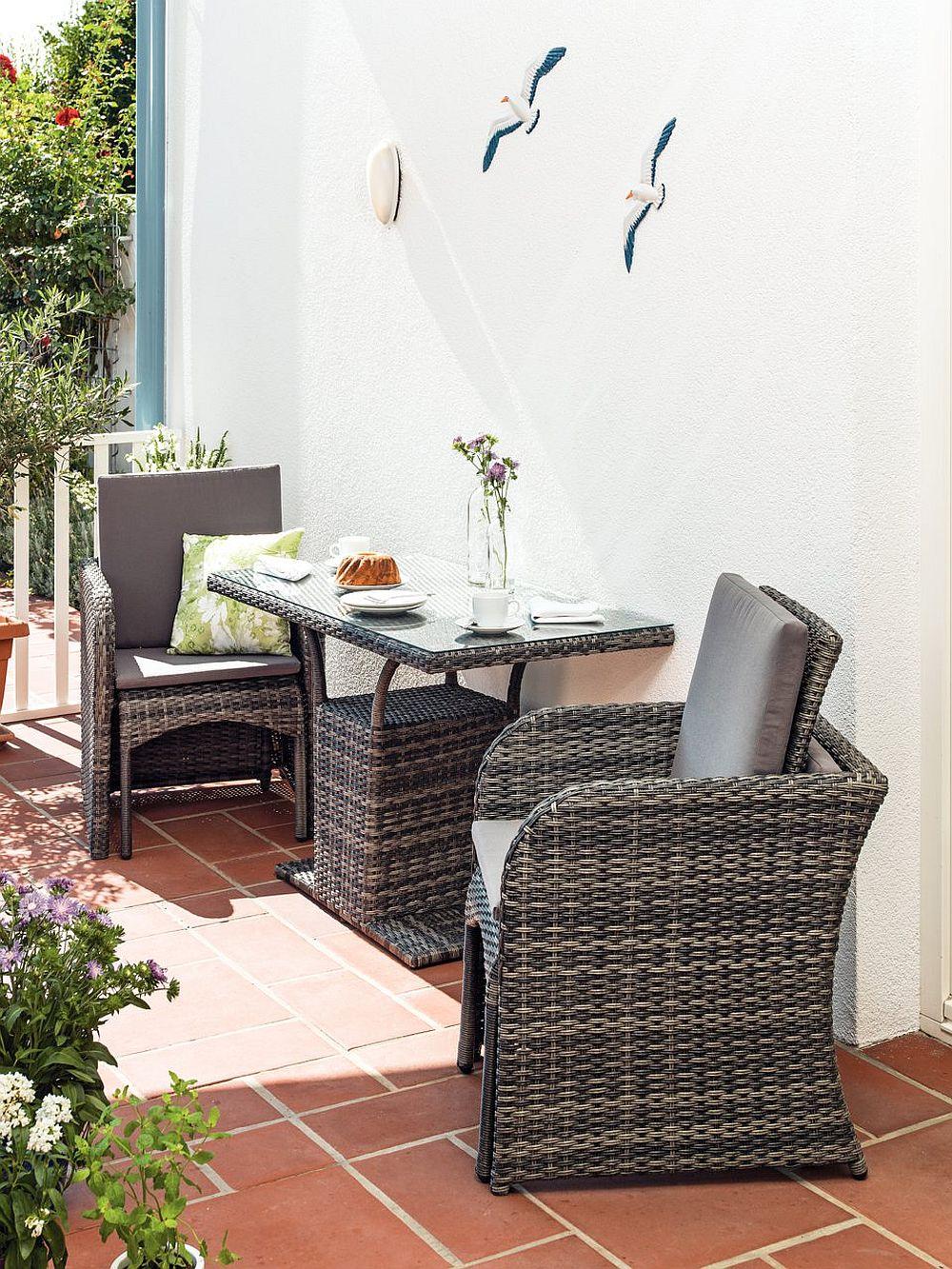 Pentru economie de spațiu, scaunele de la modelul Haiti pot fi stivuite peste fotolii. Vezi detalii AICI.